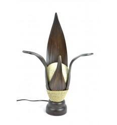 Lampe africaine en feuille de cocotier. Décoration ethnique exotique.