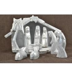 Crèche de Noël en bois et 9 santons. Finition patine argentée.