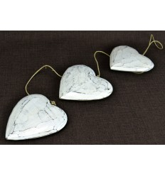 Garland decorative heart white wood aged weathered. Deco romantic.