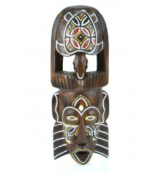 Maschera africana in legno modello tartaruga. Decorazione della parete africa.
