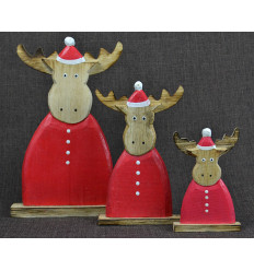 3 reindeer dress for Christmas. Deco hand crafted wood.