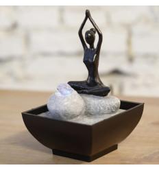 """Petite fontaine d'intérieur """"Yoga"""" avec éclairage Led coloré"""