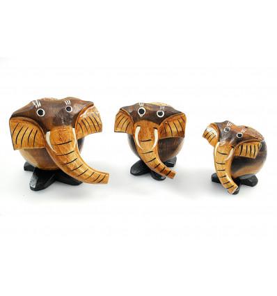 Déco chambre enfant, statuettes éléphants naifs en bois fait main.