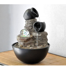 Fontana coperta lati natura, decorativo, zen, palla che gira.