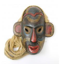 Maschera tribale Borneo indonesiano. Decorazione artistica di design.