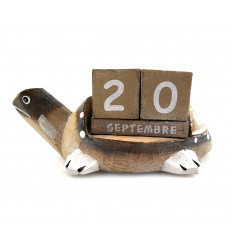 Calendrier perpétuel Tortue en bois. Idée cadeau anniversaire enfant.