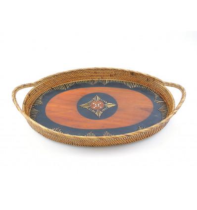 Plateau ovale en rotin avec poignées. Déco de table ethnique chic.