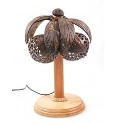Lampada tartaruga in legno e guscio di noce di cocco intagliato a mano in Thailandia