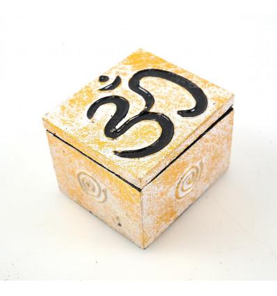 Petite boîte cadeau, écrin en bois pour bijoux.
