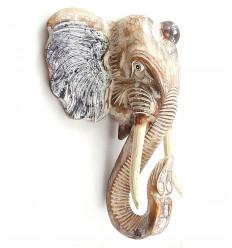 Grande testa di elefante a muro in legno, nello stile di un trofeo di caccia.