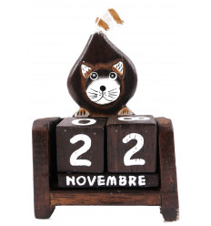Perpetual calendar Cat sitting in wooden