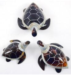 Trio de statuettes tortues en nacre et coquillage en rond