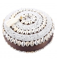 Box offerings round bamboo with pom-pom, sea shells and white pearls ø25cm