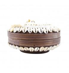Petite boîte à offrandes ronde en bambou avec pompon, coquillages et perles blanches ø25cm
